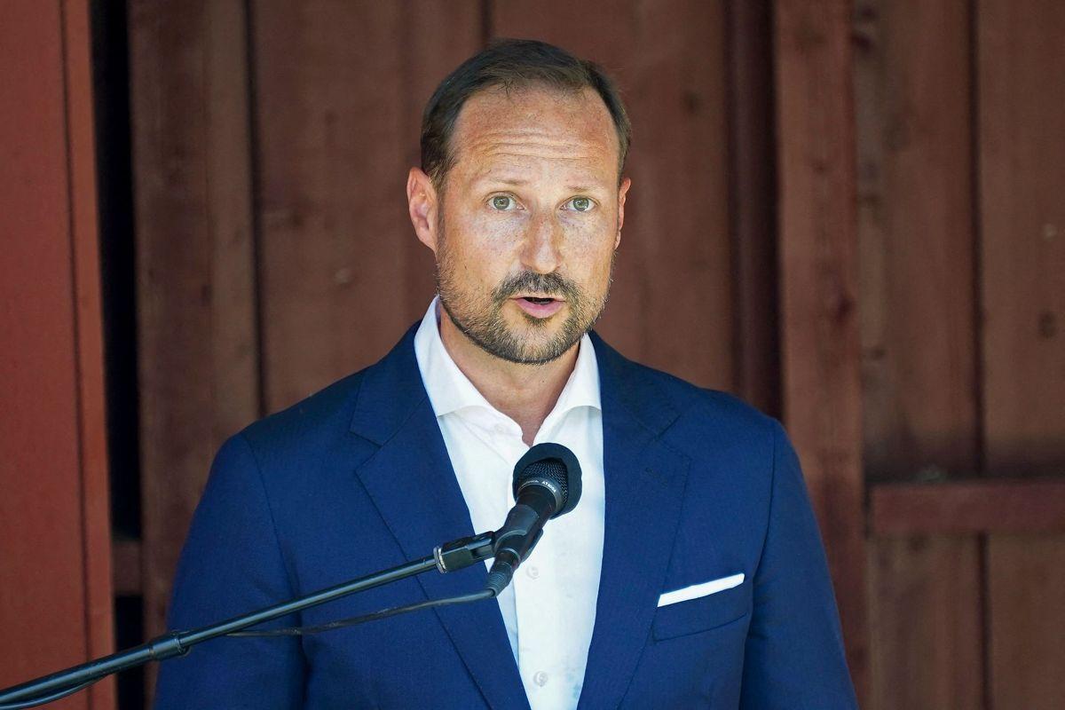 Prins Haakon holdt sin tale på Utøya. Her blev 69 personer dræbt for ti år siden. Foto: Torstein Bøe / NTB / AFP
