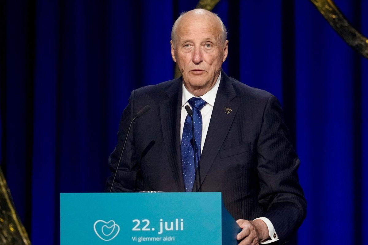 Den 84-årige kong Harald siger fra talerstolen, at Norge ikke har gjort nok for at modarbejde mørke kræfter.