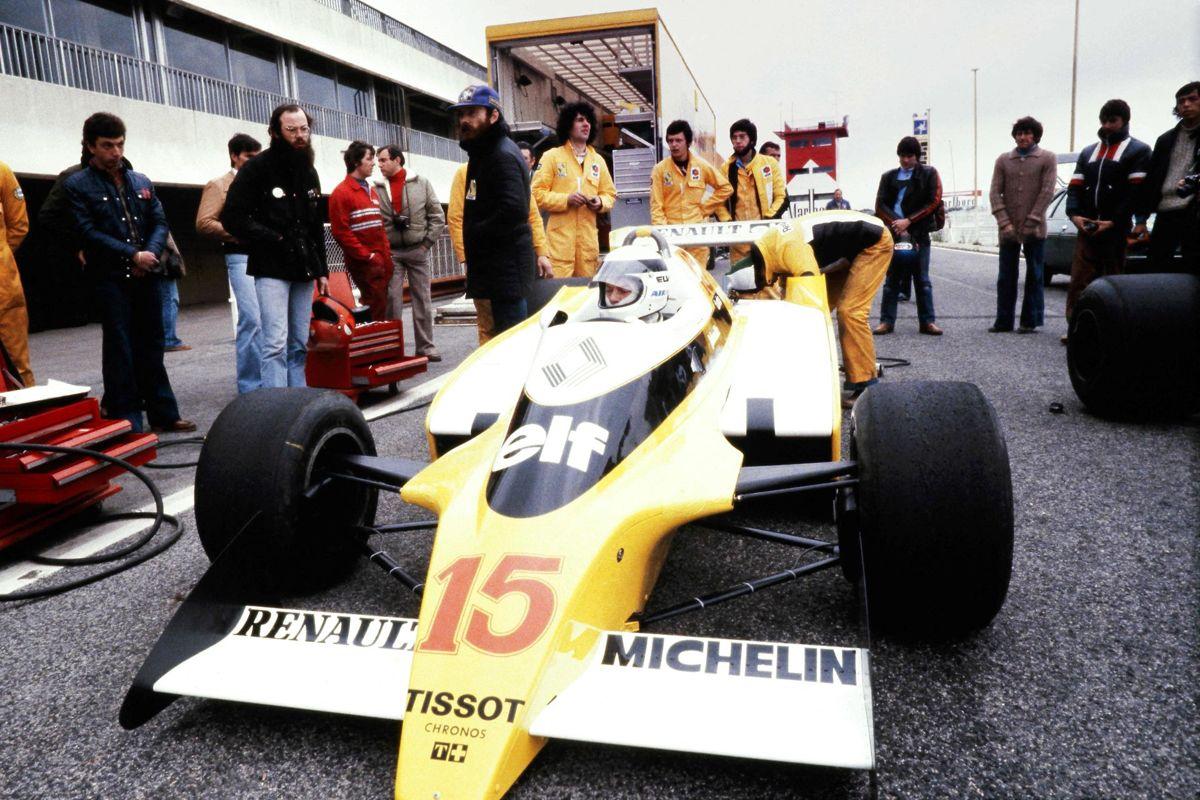 Jean-Pierre Jaussaud vandt Le Mans to gange, i 1978 og 1980. Dette billede af ham og Renault-bilen er fra 1979. Foto: Gerard FOUET / AFP