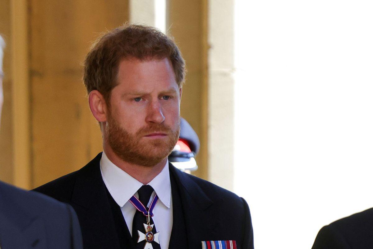 Prinsen har indgået en bogaftale, som skal sikre et stort beløb. Dronningen kommer dog ikke til at læse alt