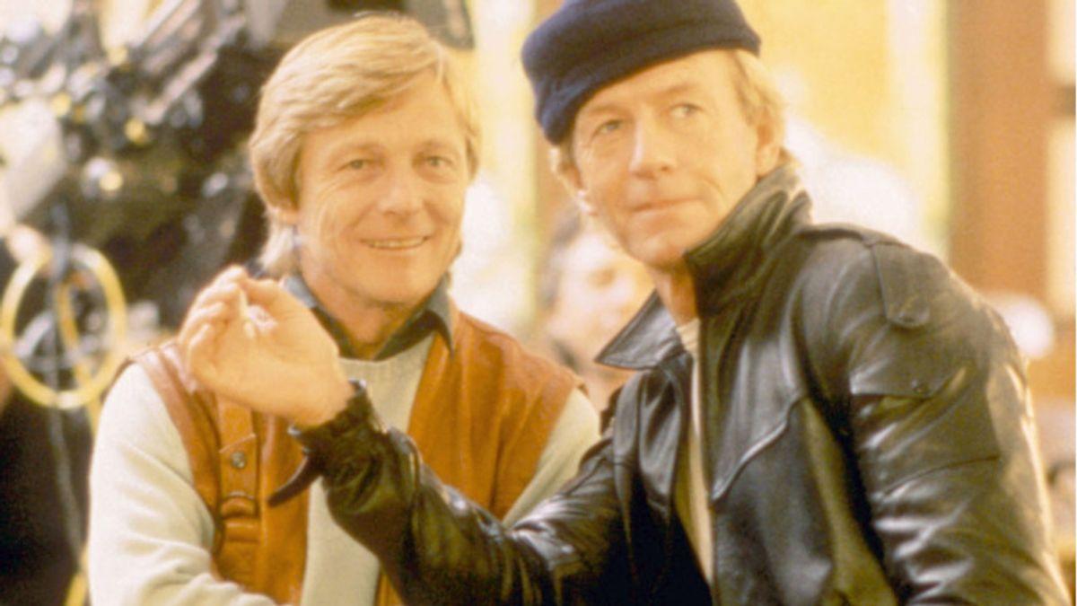 John Cornell her til venstre sammen med skuespilleren Paul Hogan i forbindelse med optagelserne til filmen 'Almost an Angel' i 1990.