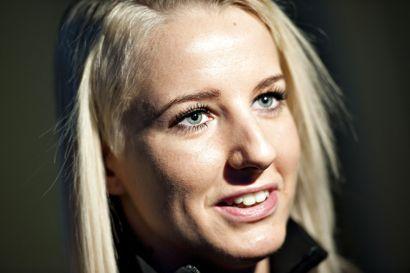 TV2's håndboldekspert Lærke Møller er blevet forlovet med fodboldspiller Thomas Enevoldsen.