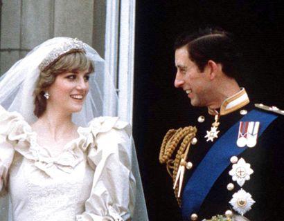 Det var den 29. juli 1981, prins Charles og Diana blev gift. Det er således et stykke 40 år gammelt kage, man kan blive den lykkelige ejer af. Foto: Foto: STR New/Ritzau Scanpix)