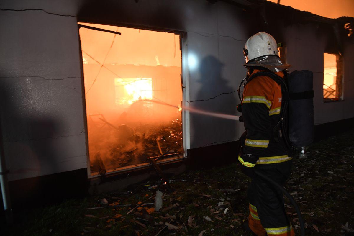 Møbelfabrik brænder ned  Newsbreak.dk