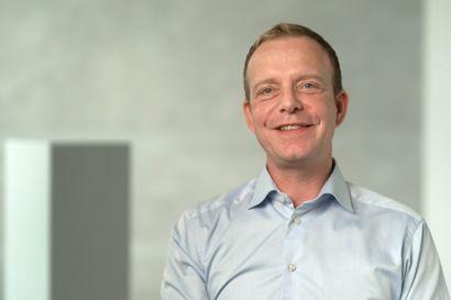 """Syvende sæson af """"Gift ved første blik"""" byder på en række nye eksperter og tiltag. Gert Martin Hald, der er psykolog og klinisk sexolog, har fokus på sex, attraktion, værdier og kommunikation. Han har også været blandt de eksperter, der har matchet parrene. (Stillfoto)"""