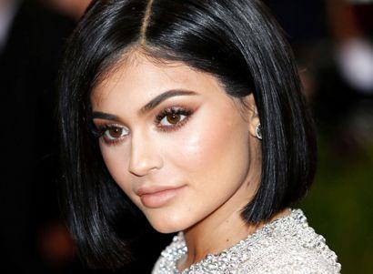 Kylie Jenner som vi kender hende - du kan se hendes Instagram-opslag hvor hun poserer topløs længere nede i artiklen.