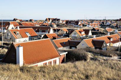 Der bor 7657 personer i Skagen Sogn, som risikerer at blive ramt af nedlukning grundet høj coronasmitte. I øjeblikket er der flere mennesker i byen på grund af sommerferien. (Arkivfoto)