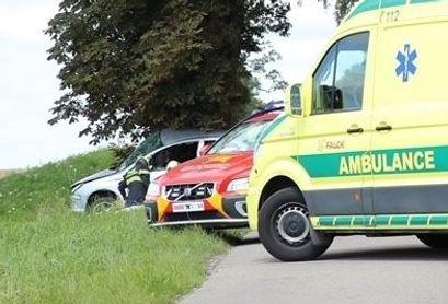 Ambulance og falck-reddere var på stedet for at hjælpe.