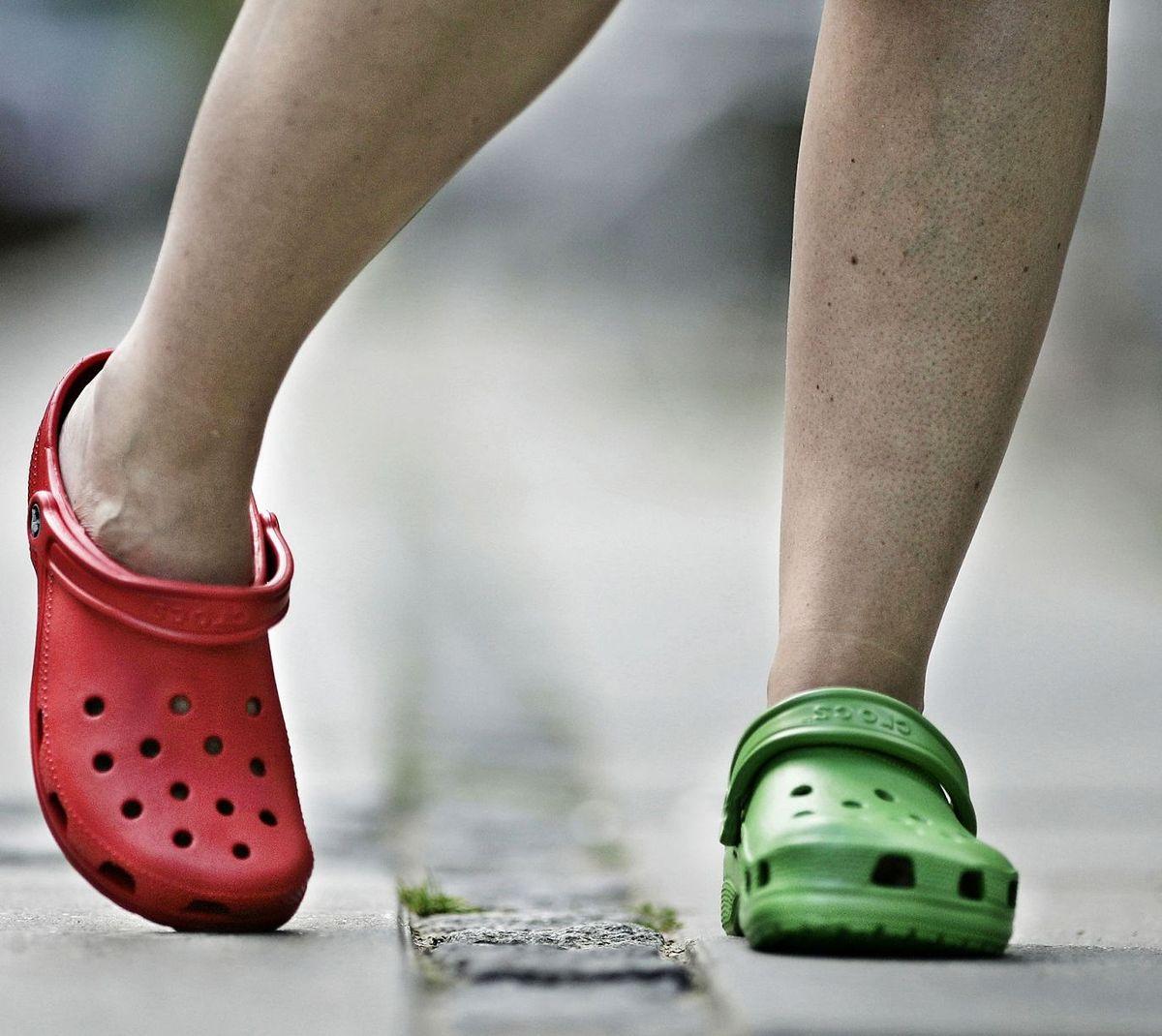 Crocs er normalt kendt for komfort og funktionalitet snarere end design og æstetik.