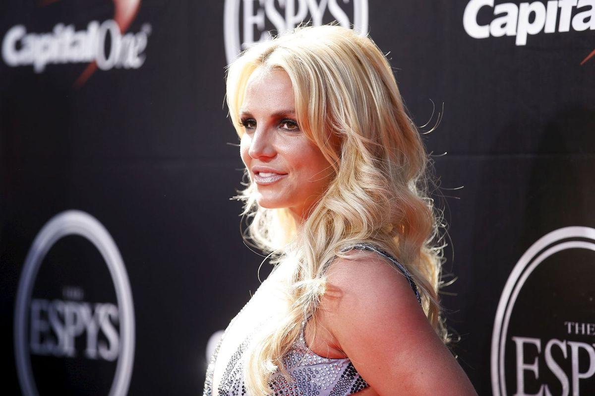 Britney Spears optræde nu igen halvnøgen i et opslag på Instagram.