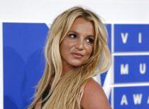 Britney: -Derfor viser jeg bryster
