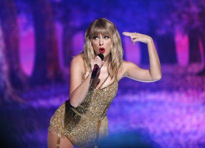 Taylor Swift stiller op den 30. oktober sammen med en lang række andre kendte kunstnere.