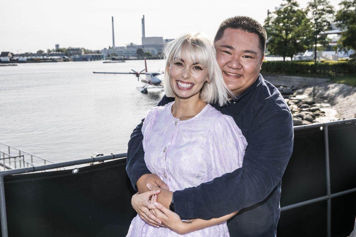 """Den tidligere deltager i """"Den Store Bagedyst"""" Micki Cheng er nervøs for at gå på gulvet for første gang, men finder stor tryghed i sin dansepartner, Jenna Bagge."""