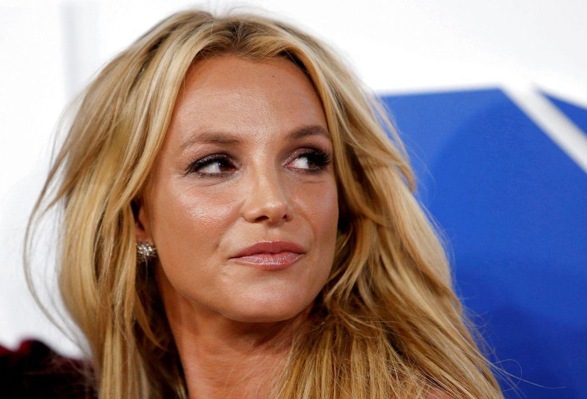 Britney Spears slipper for sigtelse efter en påstået voldsepisode mod en kvindelig ansat.. En dommer mener simpelthen ikke, at der er beviser nok i sagen.