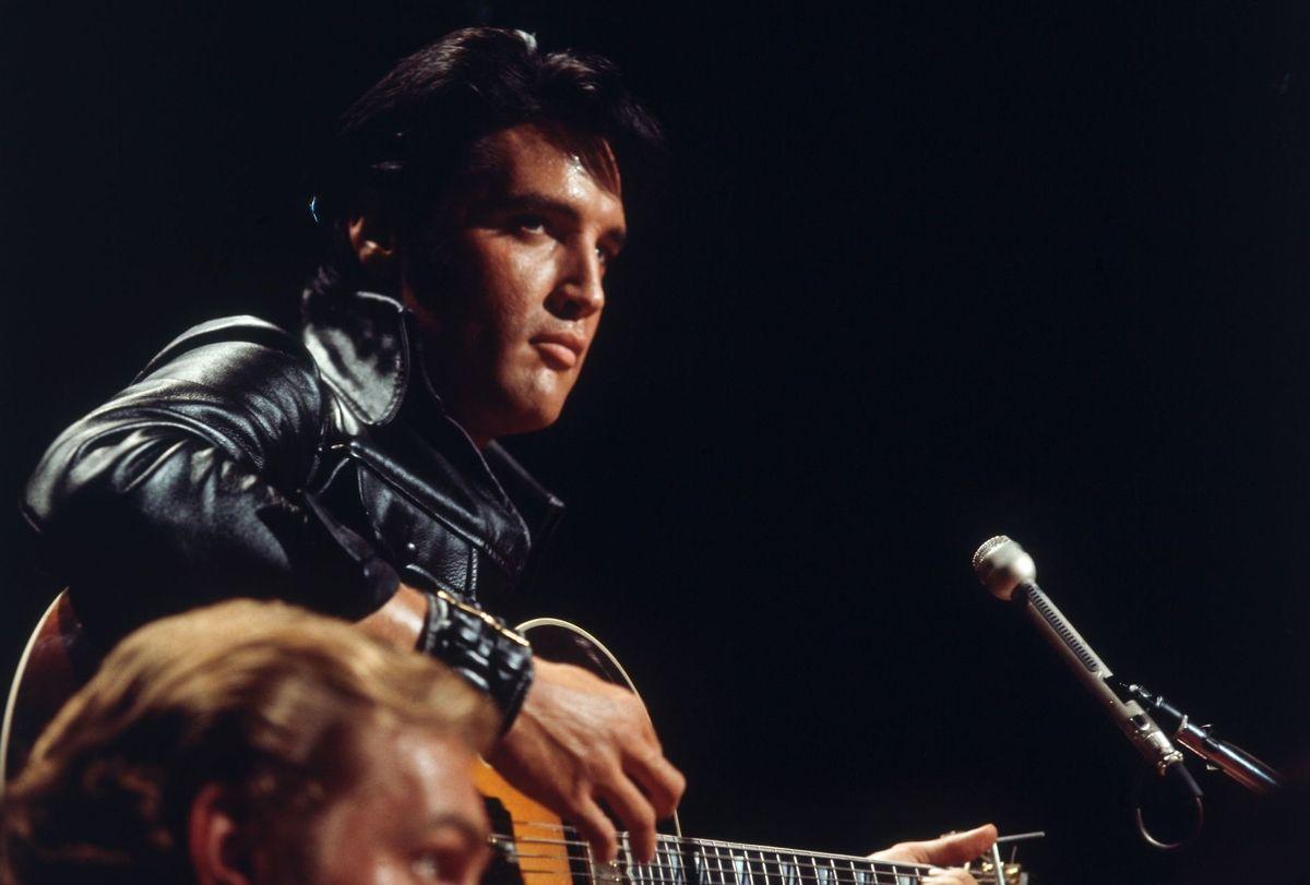 Elvis Presley med de kostbare lokker ses her ved en koncert i New York i december 1968.