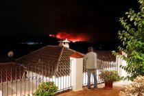 Skovbrand spreder sig i dansk ferieparadis