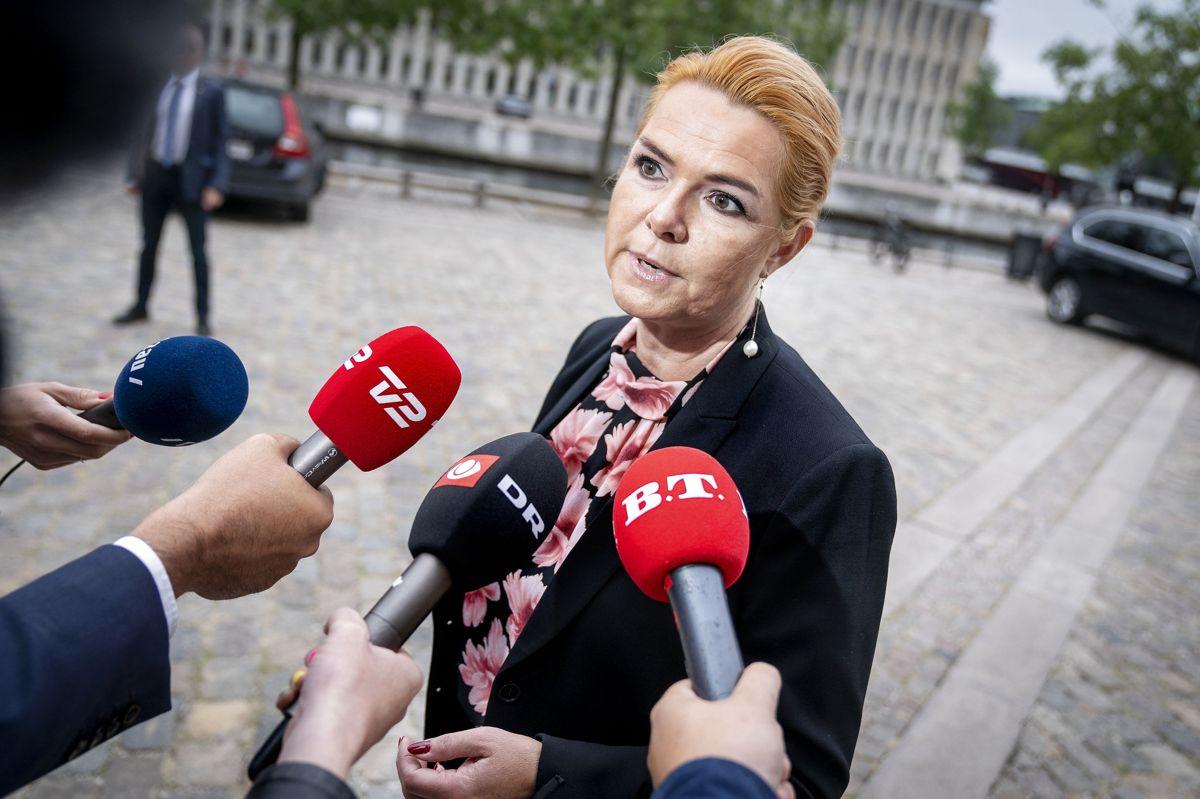 Inger Støjberg blev mandag afhørt i Rigsretten, hvor hun er tiltalt for at have udstedt og fastholdt en ulovlig instruks om adskillelse af asylpar. Tirsdag fortsætter afhøringen.