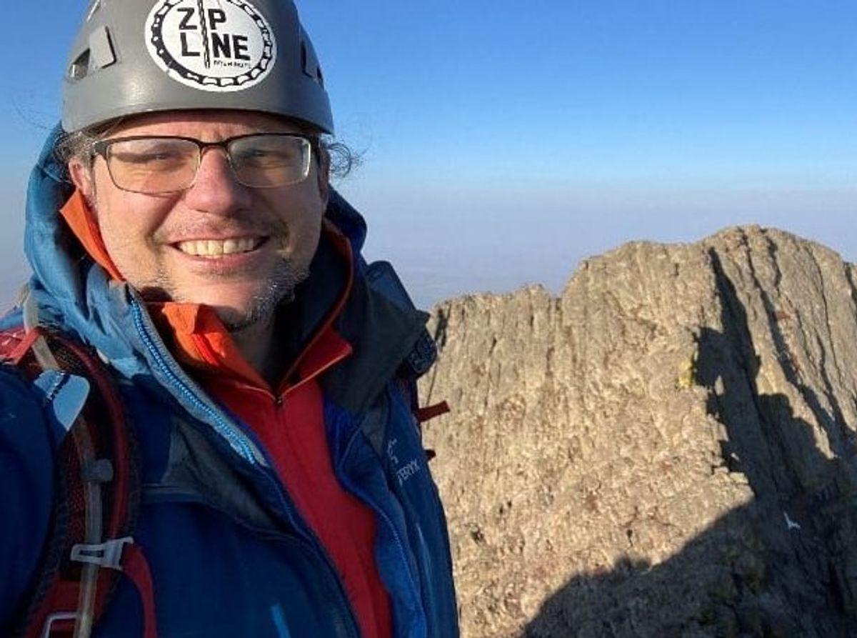44-årige Jeremy Fuerst blev lørdag dræbt, da han styrtede ned under en tur i bjergene.
