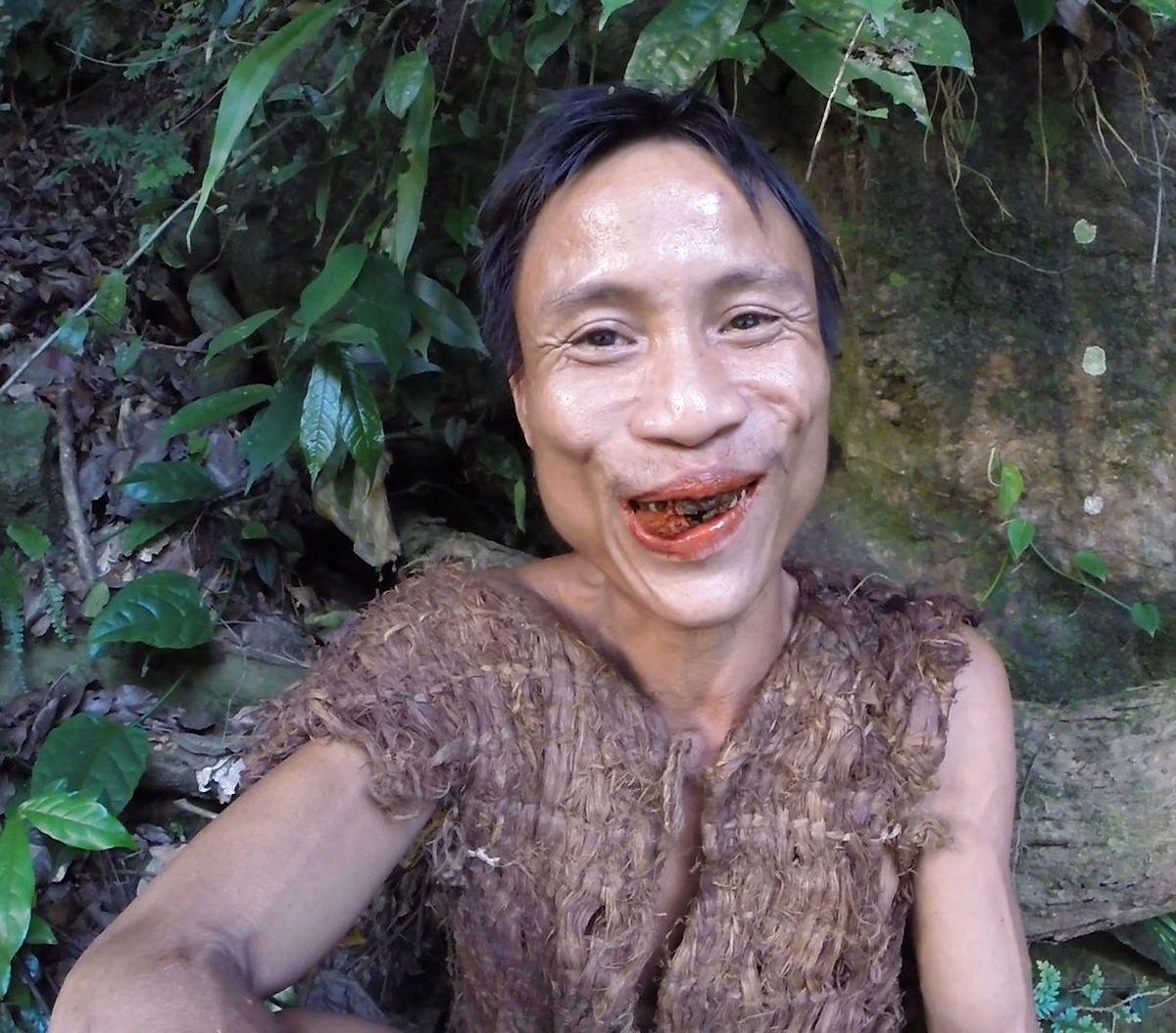 Ho Van Lang levede - og overlevede - 40 år i junglen. Nu er han død - af kræft
