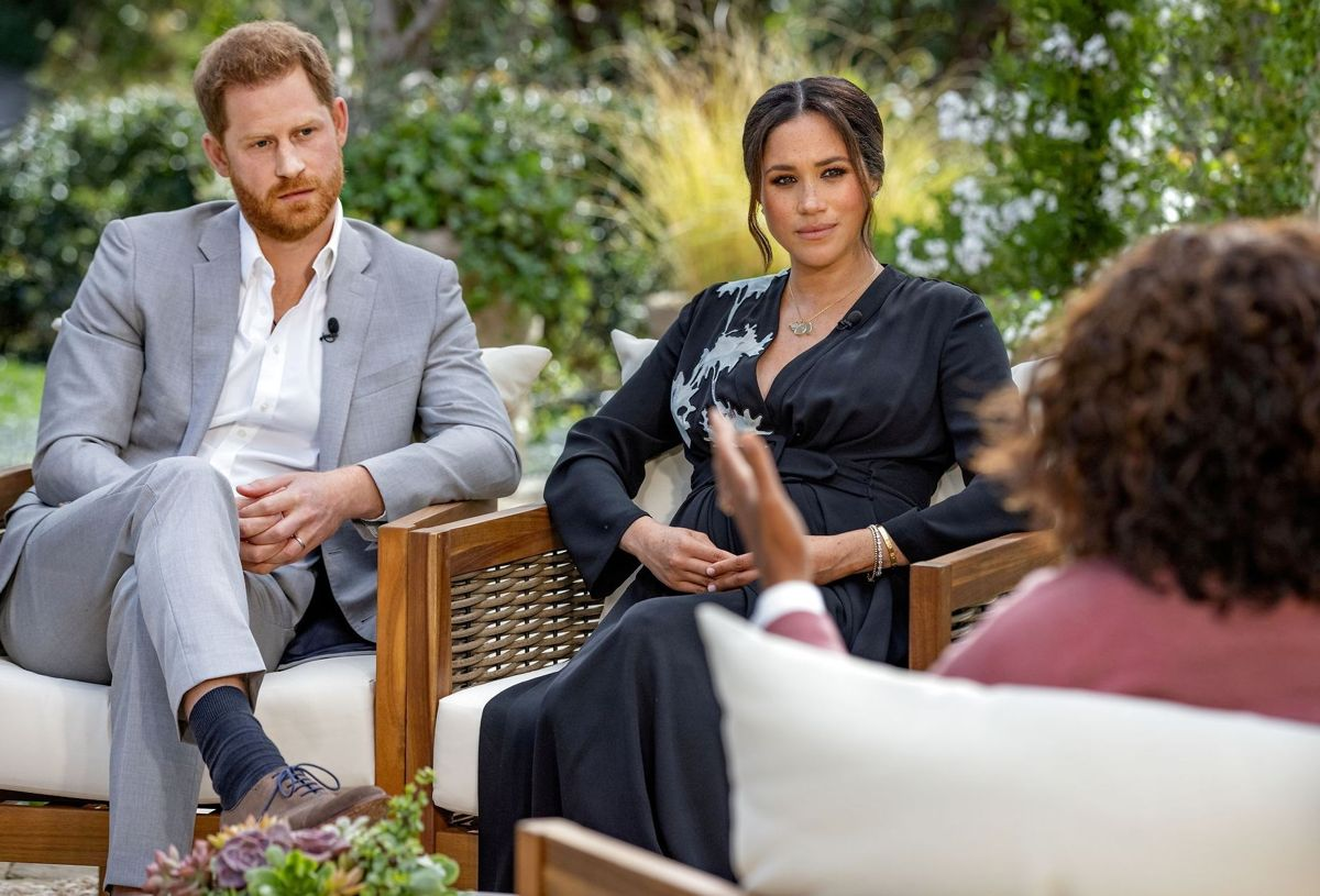 Billedet er er fra Oprah Winfreys famøse interview med Harry og Meghan i marts måned.