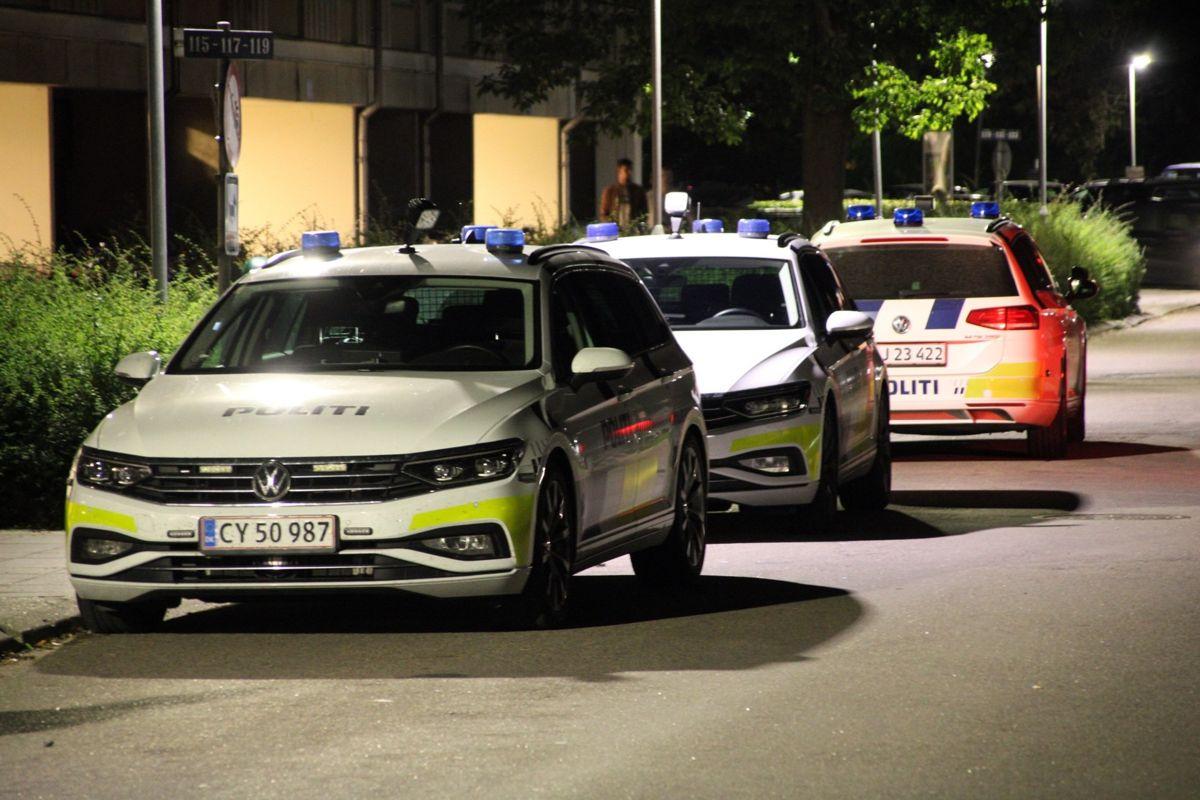 Tre patruljevogne hjælper med efterforskningen
