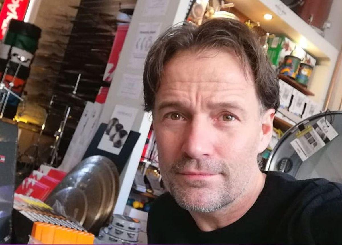 Joakim Teinvig ejer trommeforretningen Drum Station i Mejlgade. Han ser frem til ændringen i gadebilledet.