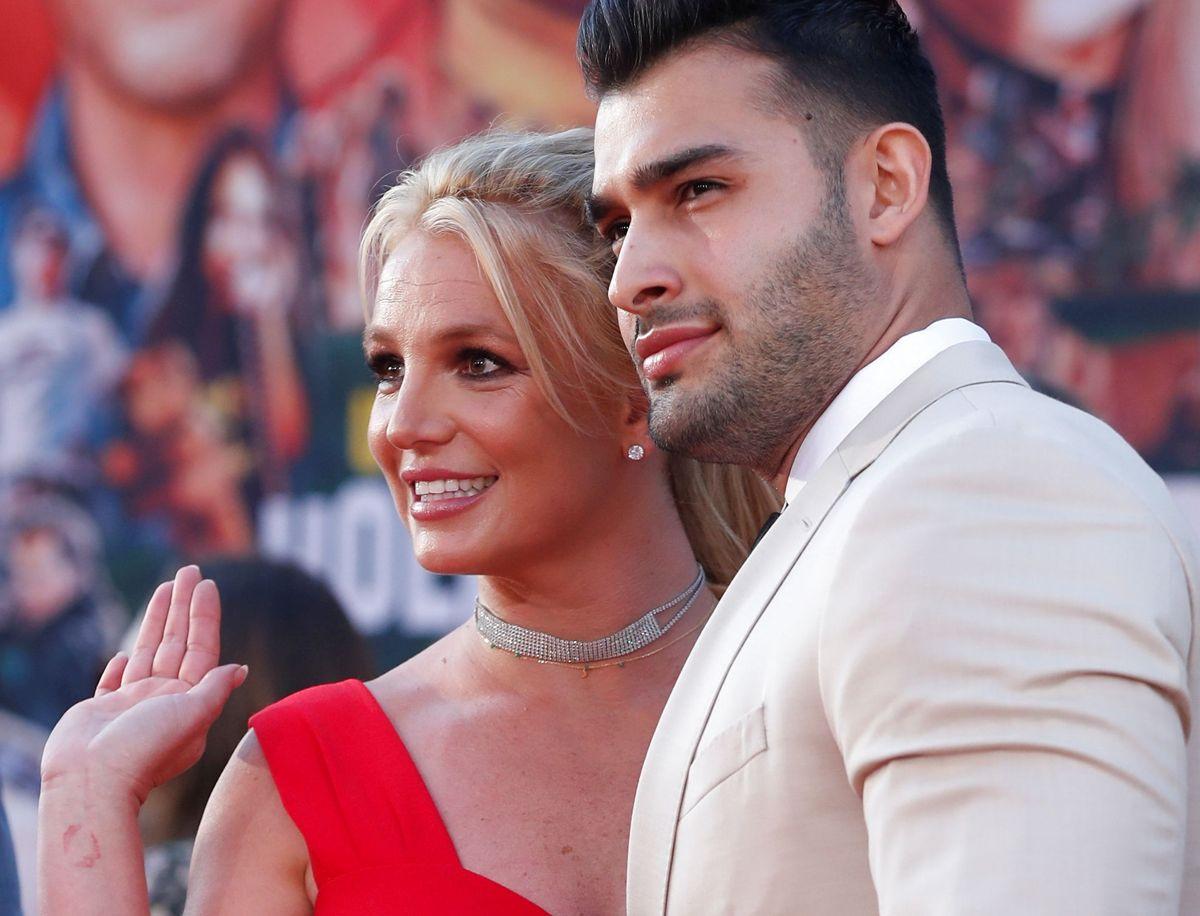 Her ses Britney Spears med Sam Asghari.