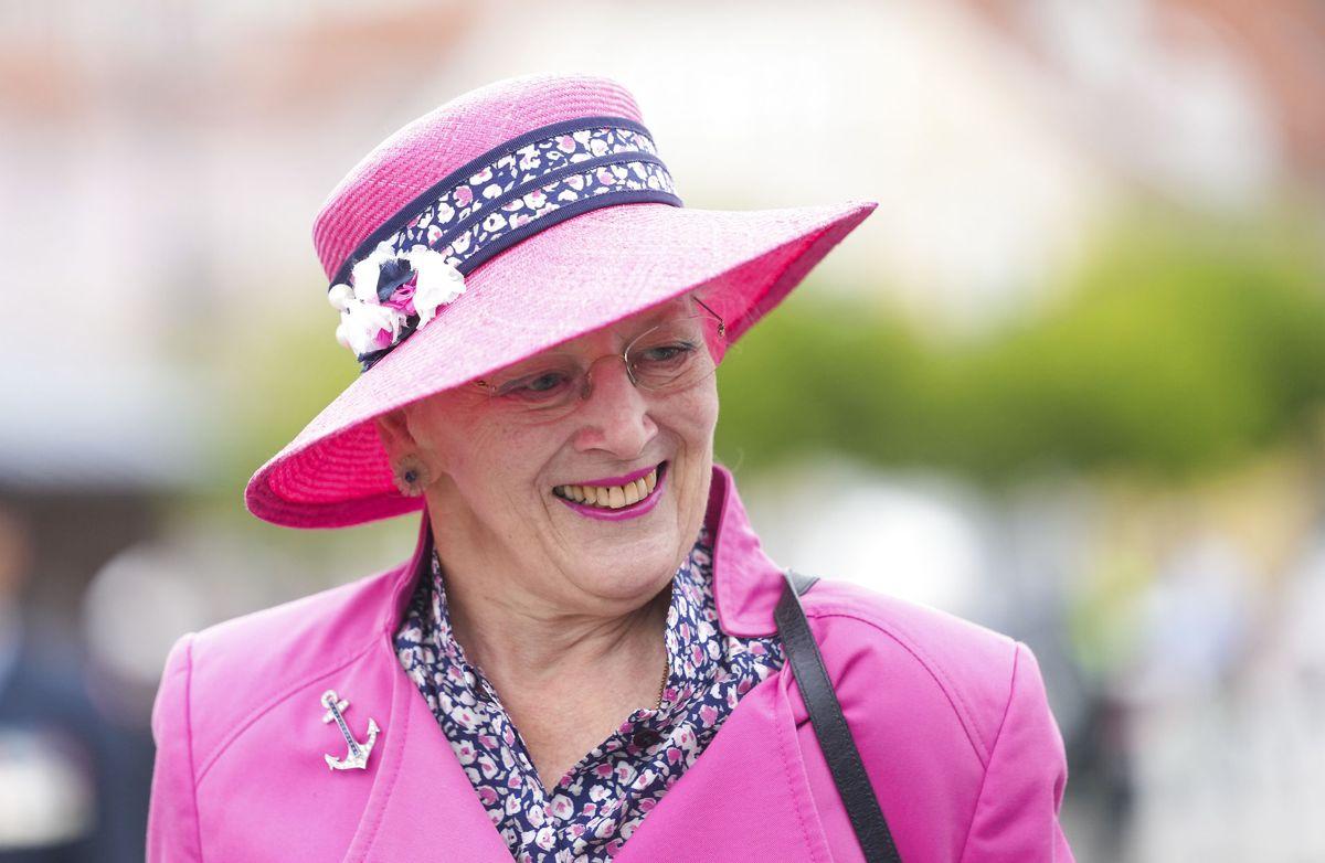Dronningen gik tirsdag den 14. september officielt i land fra Kongeskibet Dannebrog efter en ikke helt udramatisk sejlsæson.