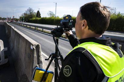 En mand fik tirsdag en Seat op på svimlende 192 km/t ifølge politiets målinger.