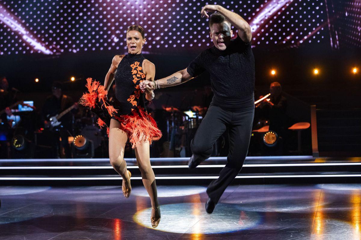 """I programmets andet afsnit imponerede Silas Holst og Lise Rønne med en lynhurtig jive til sangen """"Land of 1000 dances"""". En sang, som blev valgt af Silas Holst, da det var den, han blev verdensmester til."""