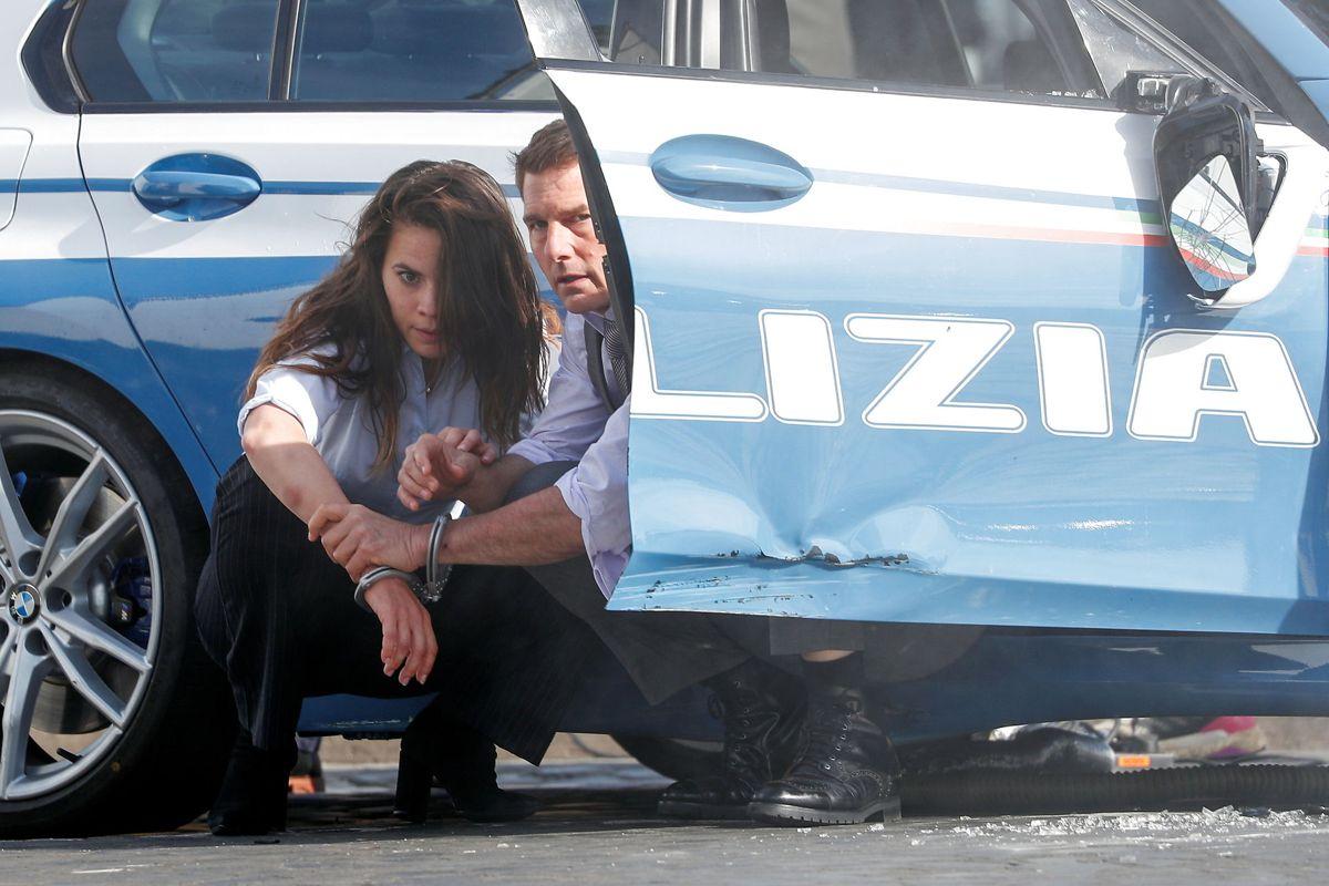 På billedet her ses Tom Cruise og Hayley Atwell under optagelserne af 'Mission Impossible 7 i Rom, tilbage i oktober 2020.