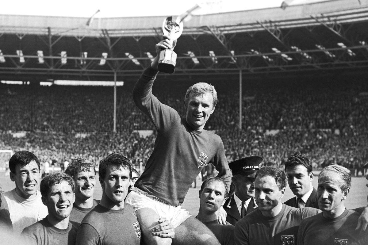 Roger Hunt (nummer tre fra venstre) var med til at vinde VM i 1966. (Arkivfoto)