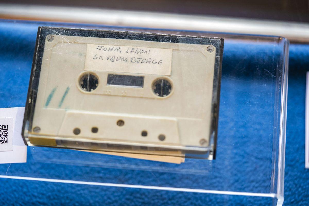 Kassettebåndet med de danske skoledrenges interview med John Lennon var tirsdag under hammeren på auktionshuset Bruun Rasmussen. (Arkivfoto)