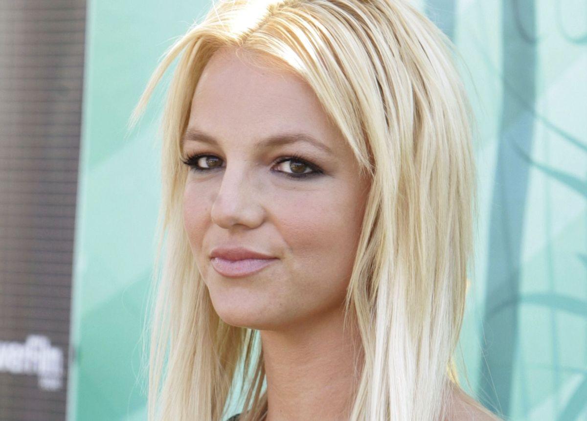 Britney Spears vil nu skrive skønlitteratur. Men spøgelseshistorien kan have relation til hendes eget liv.