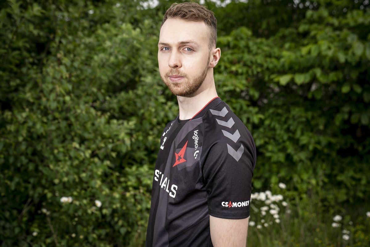 Lukas Rossander - også kendt som Gla1ve - har fået en søn.