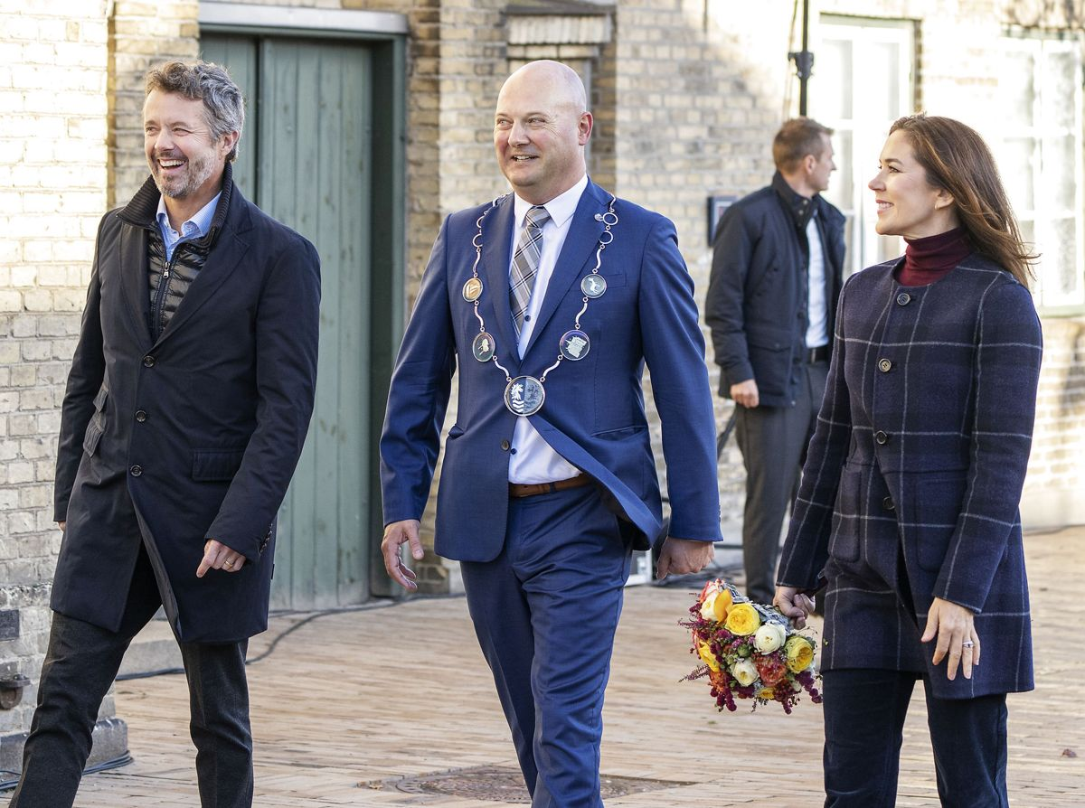 Kronprinsparret og borgmester Ole Vive.