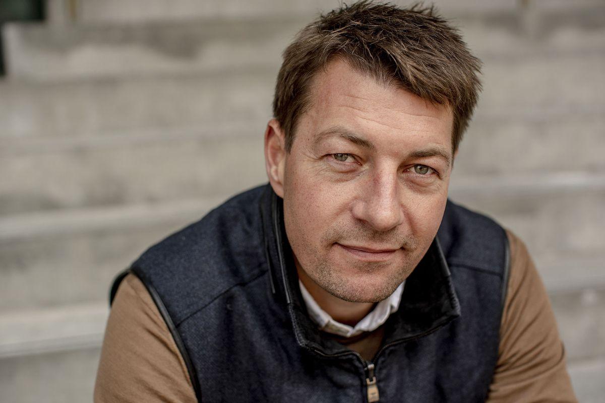 TV 2-værten Morten Ankerdal lider af tarmsygdommen Colitis ulcerosa. Han er begrænset af sygdommen i sin hverdag.