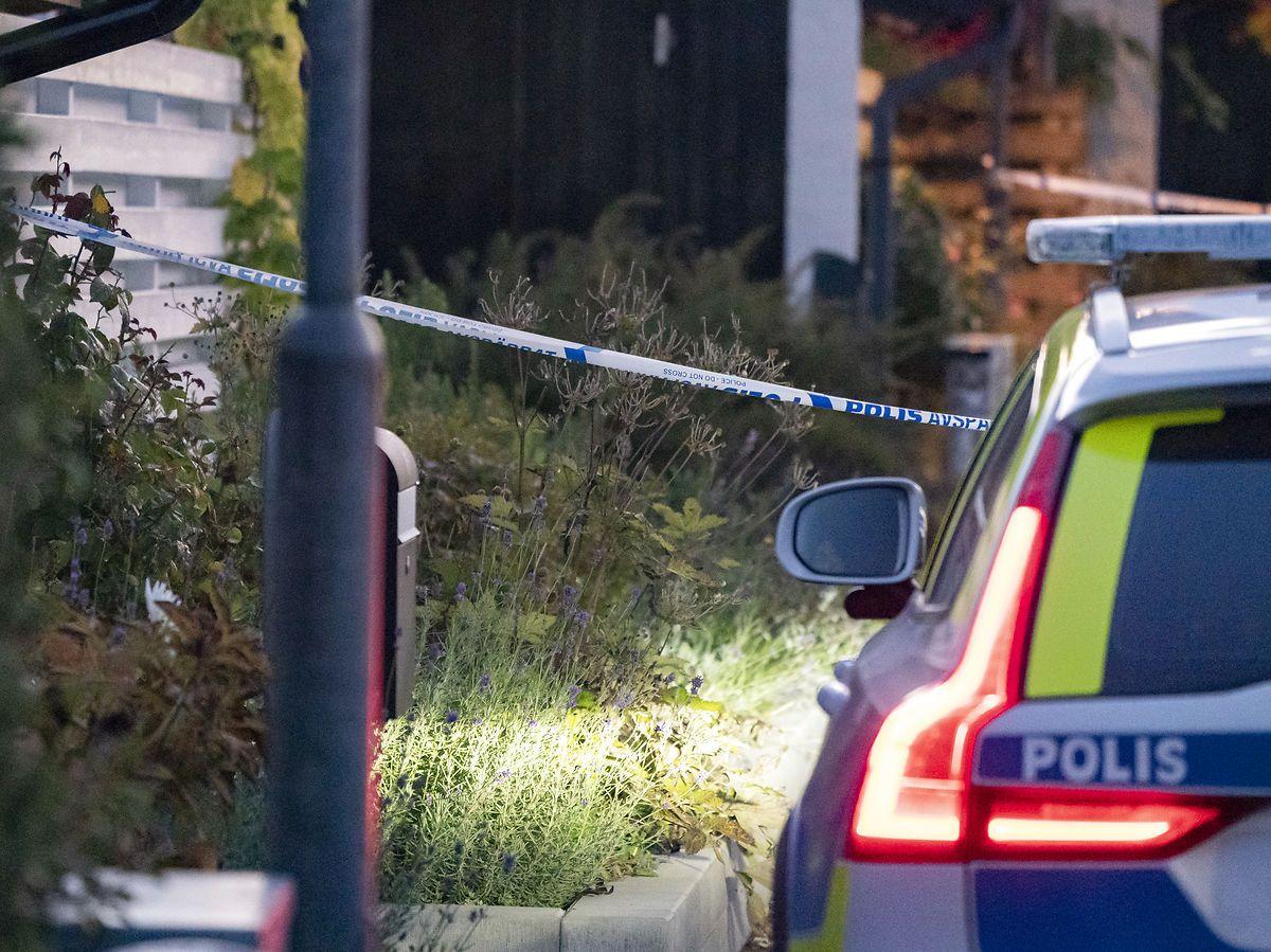 En er død og en 15-årig er alvorligt såret efter skud i Stockholm