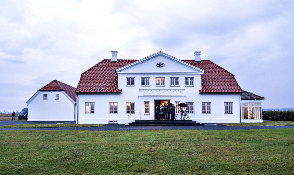 Præsidentboligen Bessastadir i Reykjavik, hvor præsidentparret tog imod.