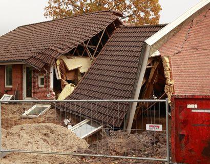 Familien Junker har så småt fået overblik over skaderne på deres hus, der pludselig styrtede sammen