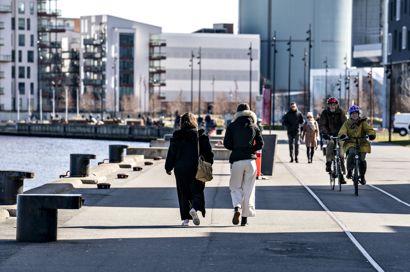 I Jylland byder vejret på solskin hele tirsdagen, og solskinsvejret vil så rykke østover i løbet af dagen.